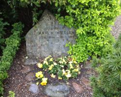 Kirke Værløse Kirke - Karls gravsted